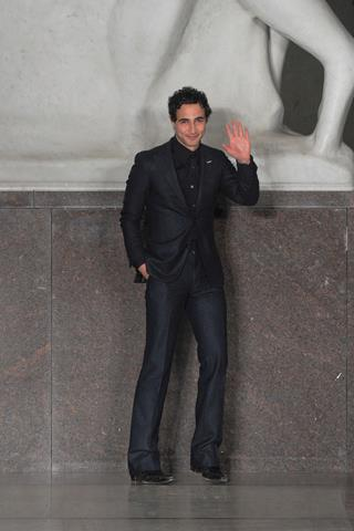 images/cast/10150534631232035=my job on fabric x=zac posen Fall 2012 new york